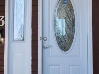 New Maintenance Free – White PVC Door & Side Lite – Trimlite CANTERBURY Glass – Regina, Saskatchewan – 01.2018